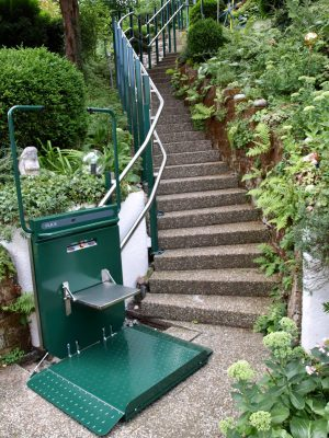 Plattformlift, Rollstuhllift, Treppenlift PLK 8 für Treppen mit Kurven, Aussenbereich