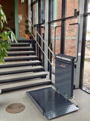 Plattformlift, Rollstuhllift, Treppenlift für eine gerade Treppe, Innenbereich